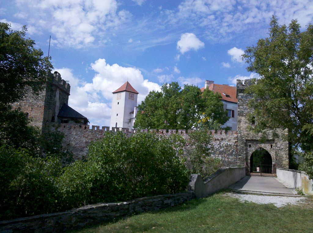 Velmi starý hrad Bítov