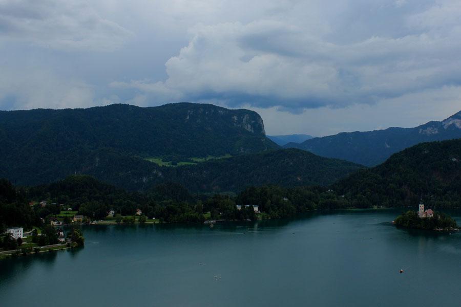 Bledské jezero s kostelem uprostřed