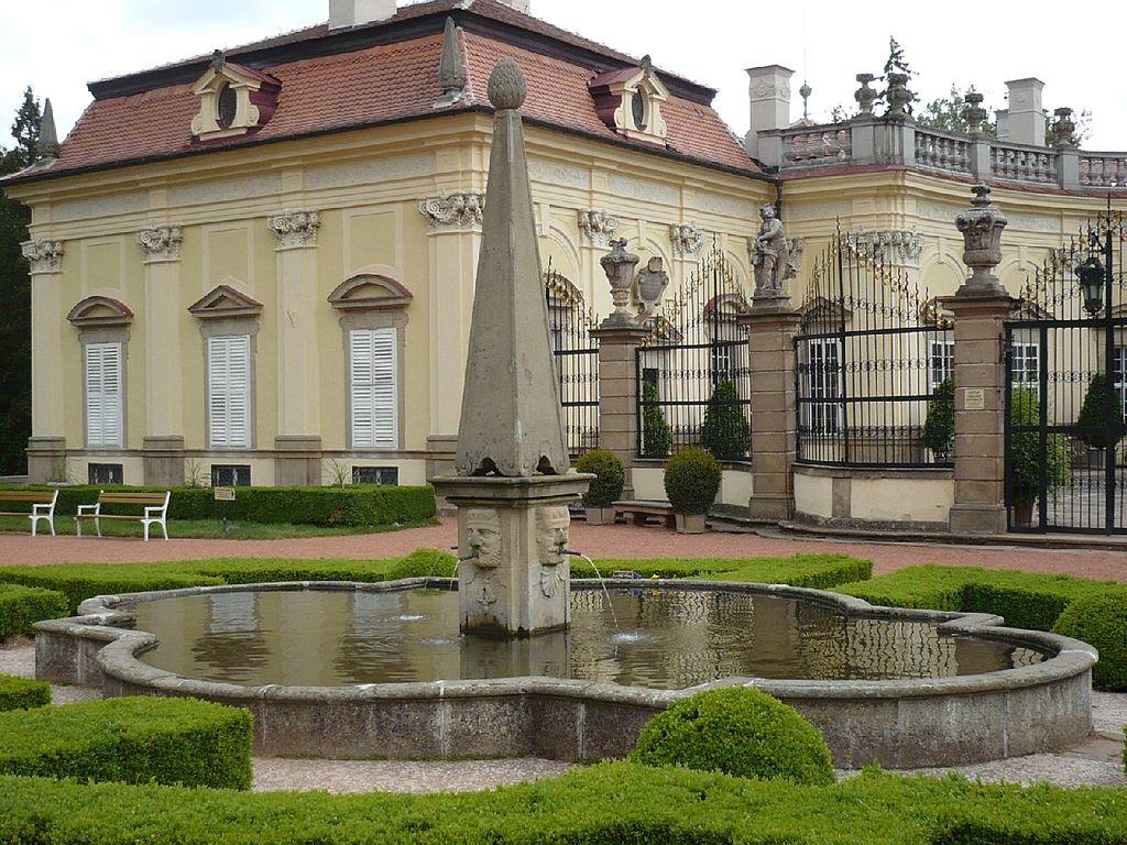 Bohatě zdobený zámek v Buchlovicích