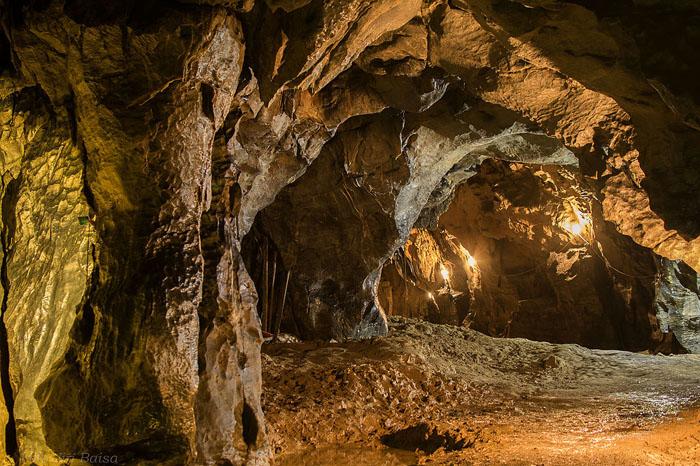 """Výlet """"Z Jeskyně až na rozhlednu"""""""