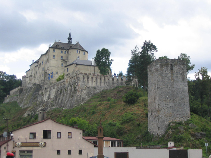 Mohutný hrad v Českém Šternberku