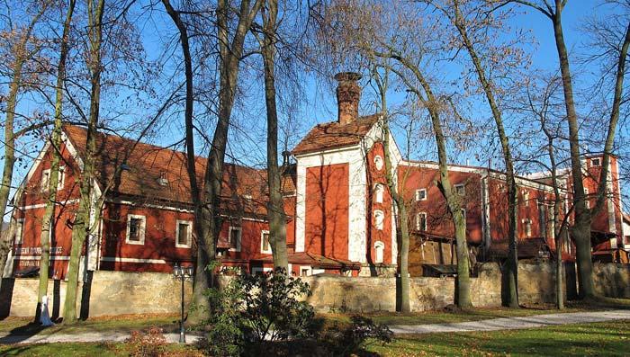 Půvabný zámek Dětenice a středověká krčma