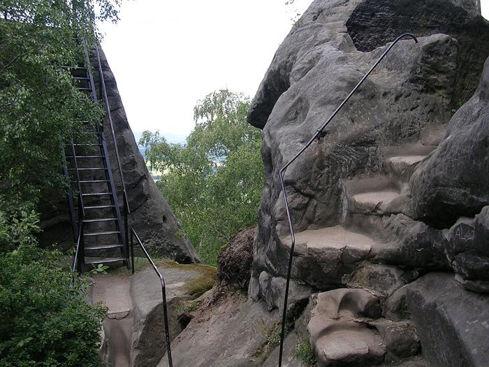 Skalní pevnost v Českém ráji – Drábské světničky