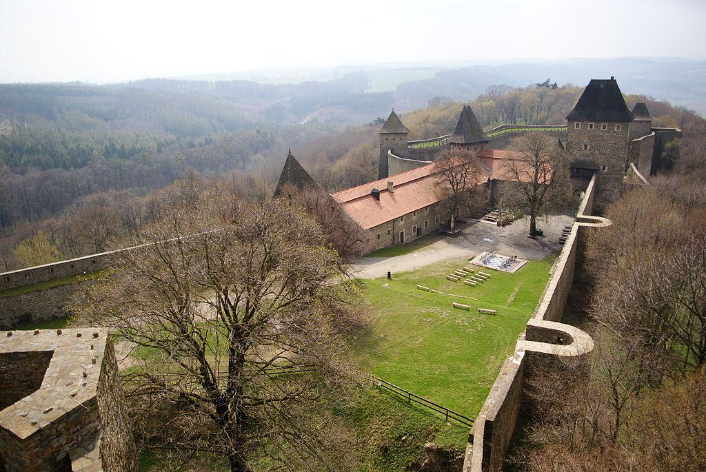 Rozlehlá zřícenina hradu Helfštýn