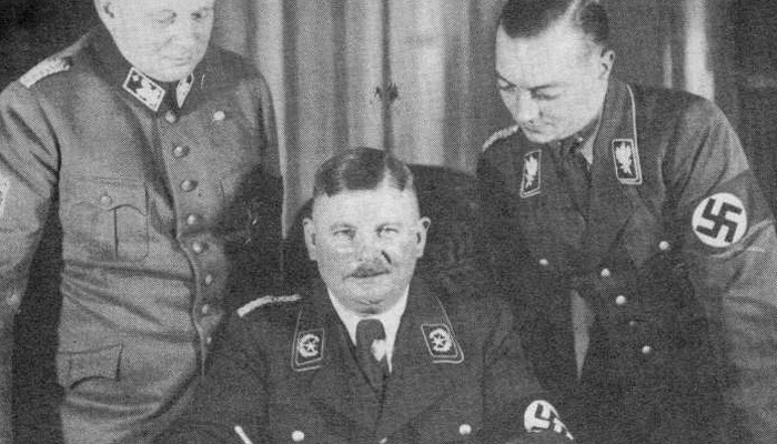 Homosexuál Röhm se Hitlerovi nehodil