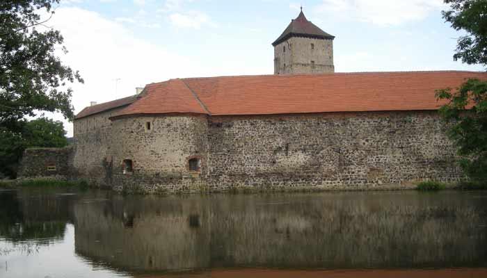 Jeden z mála vodních hradů – Švihov