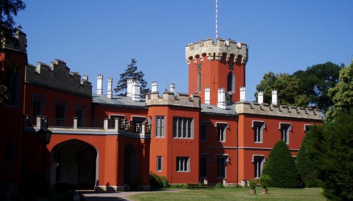 Překrásný zámek Hrádek u Nechanic