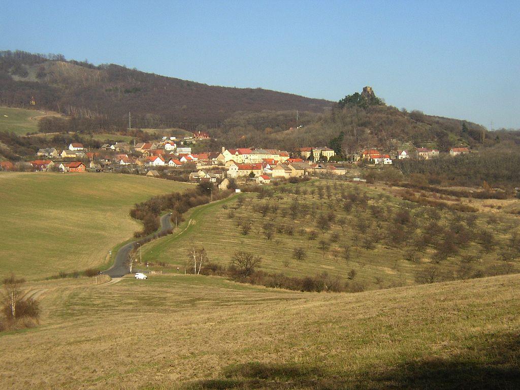 V Kamýku je zřícenina hradu i zámek