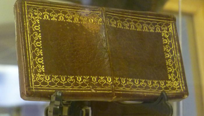 Knihy byly vázané i z lidské kůže