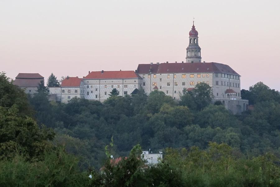 Rozsáhlý a majestátní zámek v Náchodě