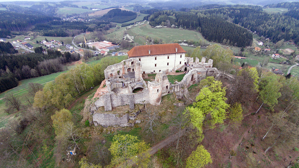 Záhadný hrad Pecka