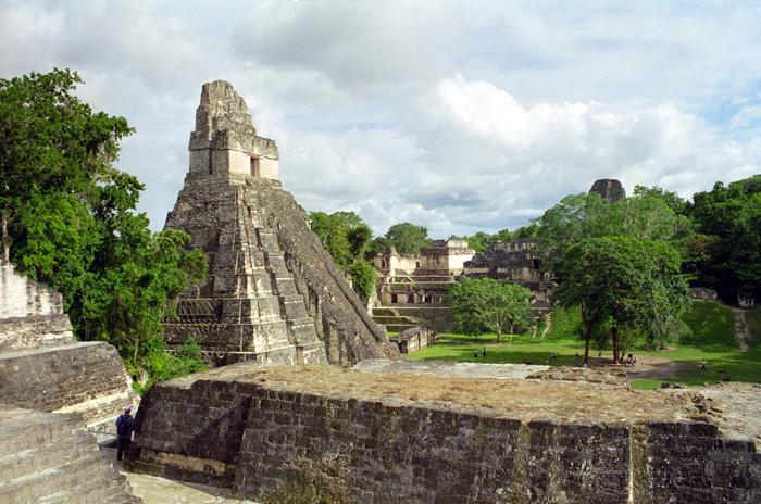 Tikal – město ukryté v pralese