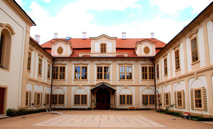 Romantický zámek Loučeň