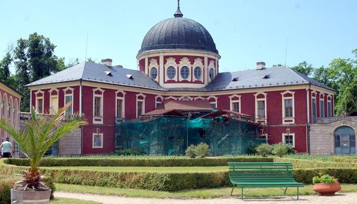 Veltruský zámek